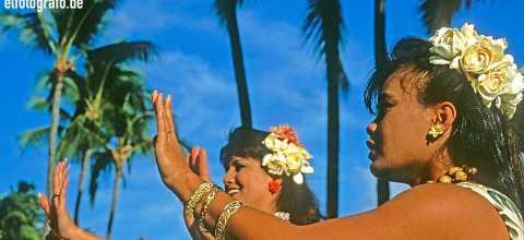 Tänzerinnen auf Hawaii