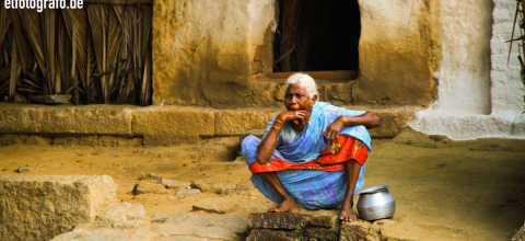 Alte Frau in Indien