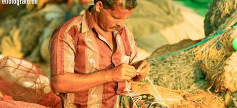 Fischer beim Netz knüpfen in Indien