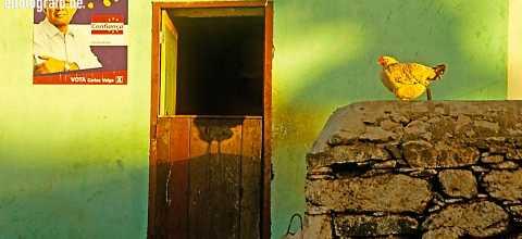 Fassade mit Wahlplakat auf den Kapverden