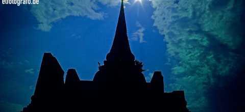 Tempelsilhouette in Thailand