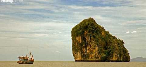 Felsen vor Küste Thailand