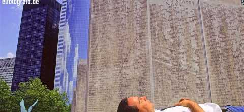 Mittagsschläfchen am Navi Denkmal in New York