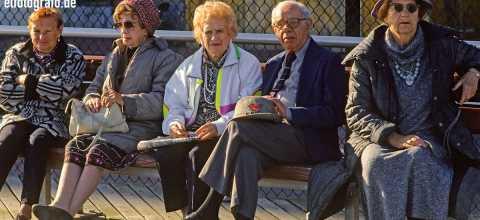 Rentnertreff auf Bank in New York